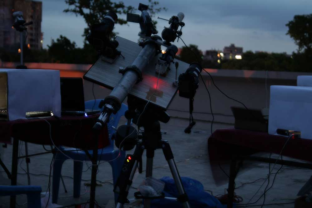 waiting for the eclipse to begin on the roof of the Patna Planetarium